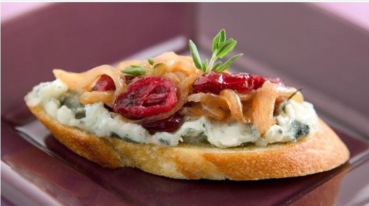 roquefort tartines with shallot-cranberry confit